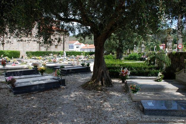 Cemiterio de Adina