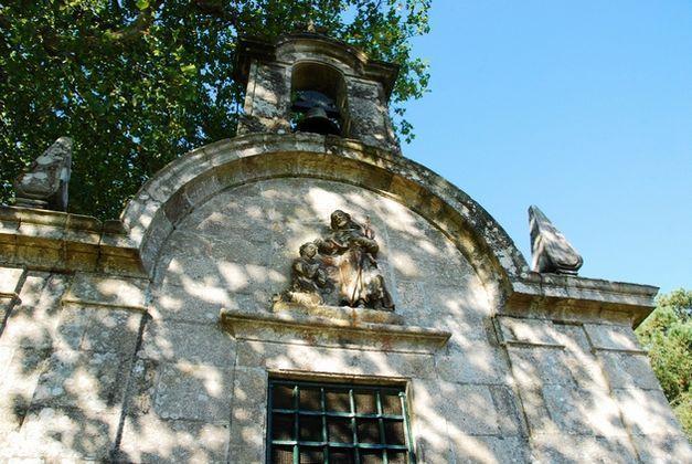 Fachada principal da ermida de Santiaguiño do Monte