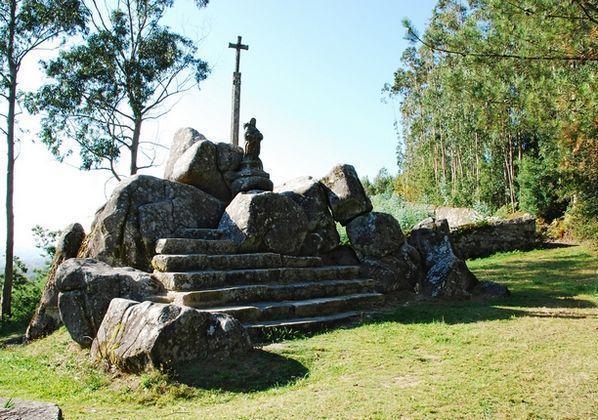 Conxunto escultórico de Santiaguiño do Monte