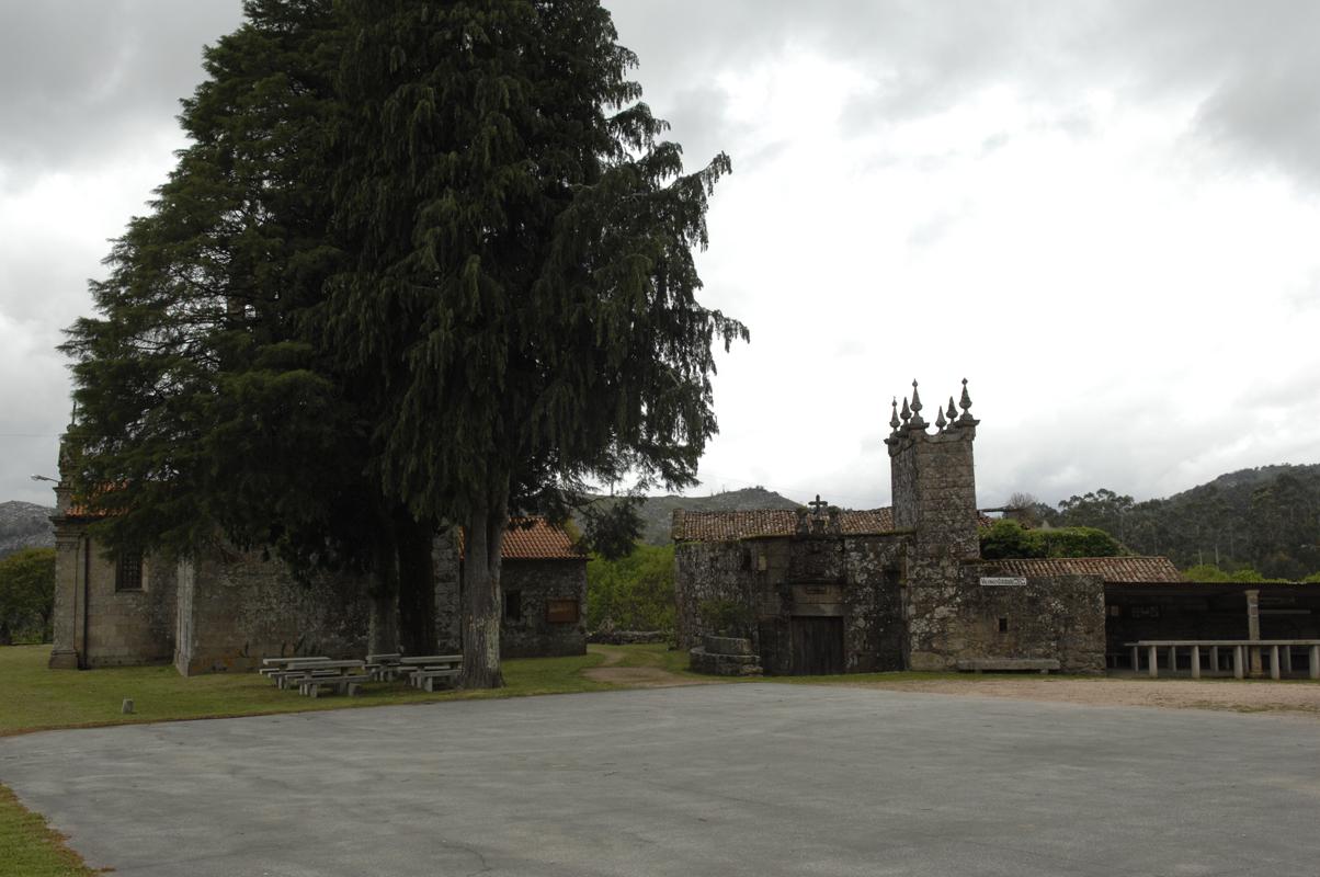 Adro da igrexa de Valongo