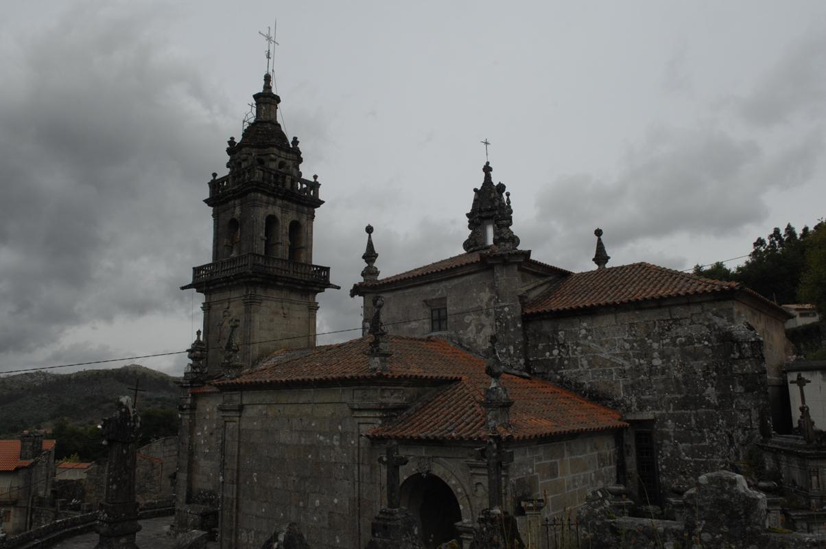 Lateral da igrexa de Augasantas