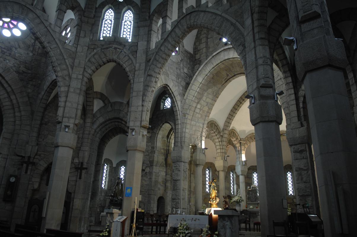 Interior da igrexa da Veracruz