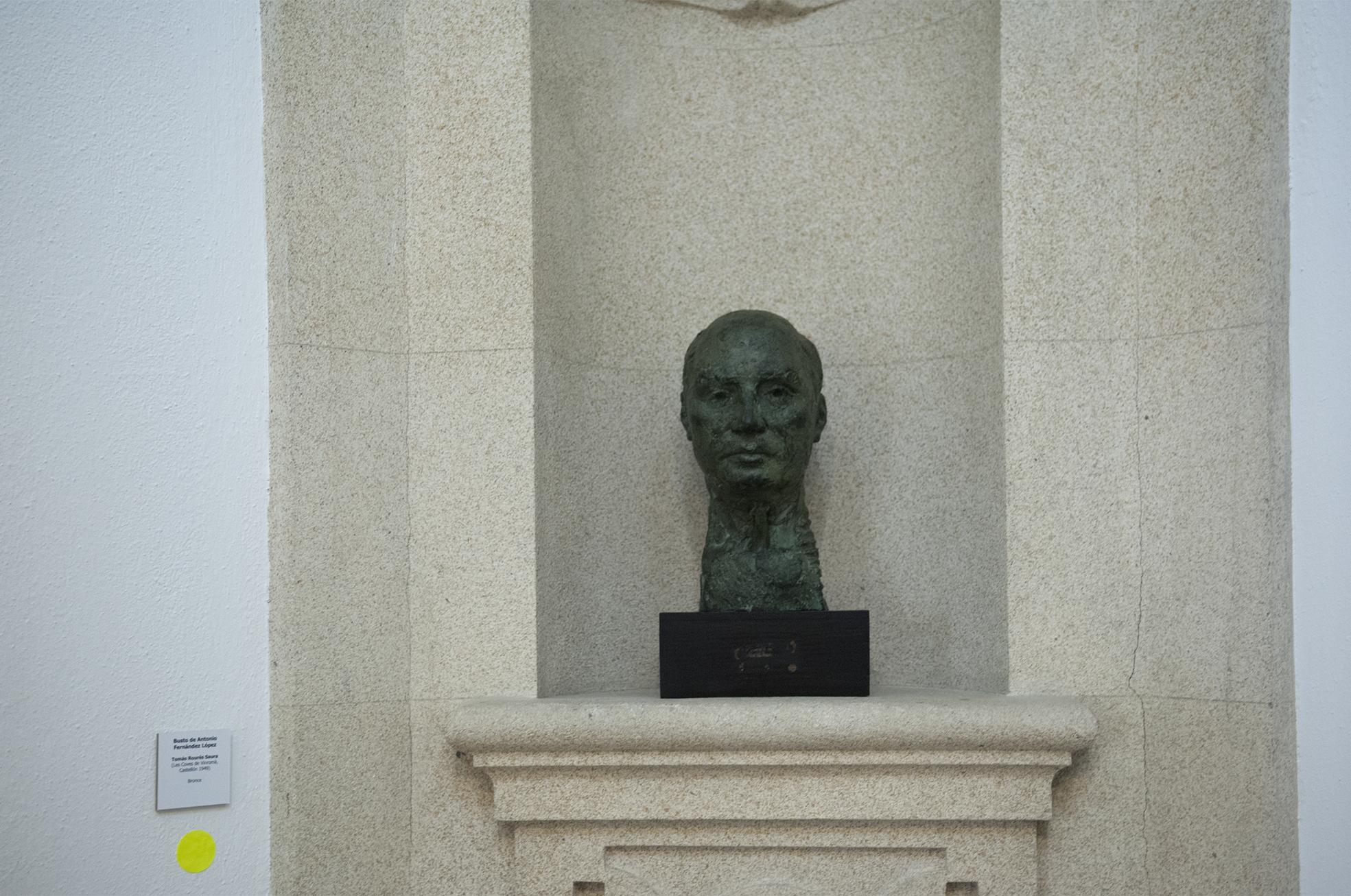 Busto de Antonio Fernández López.