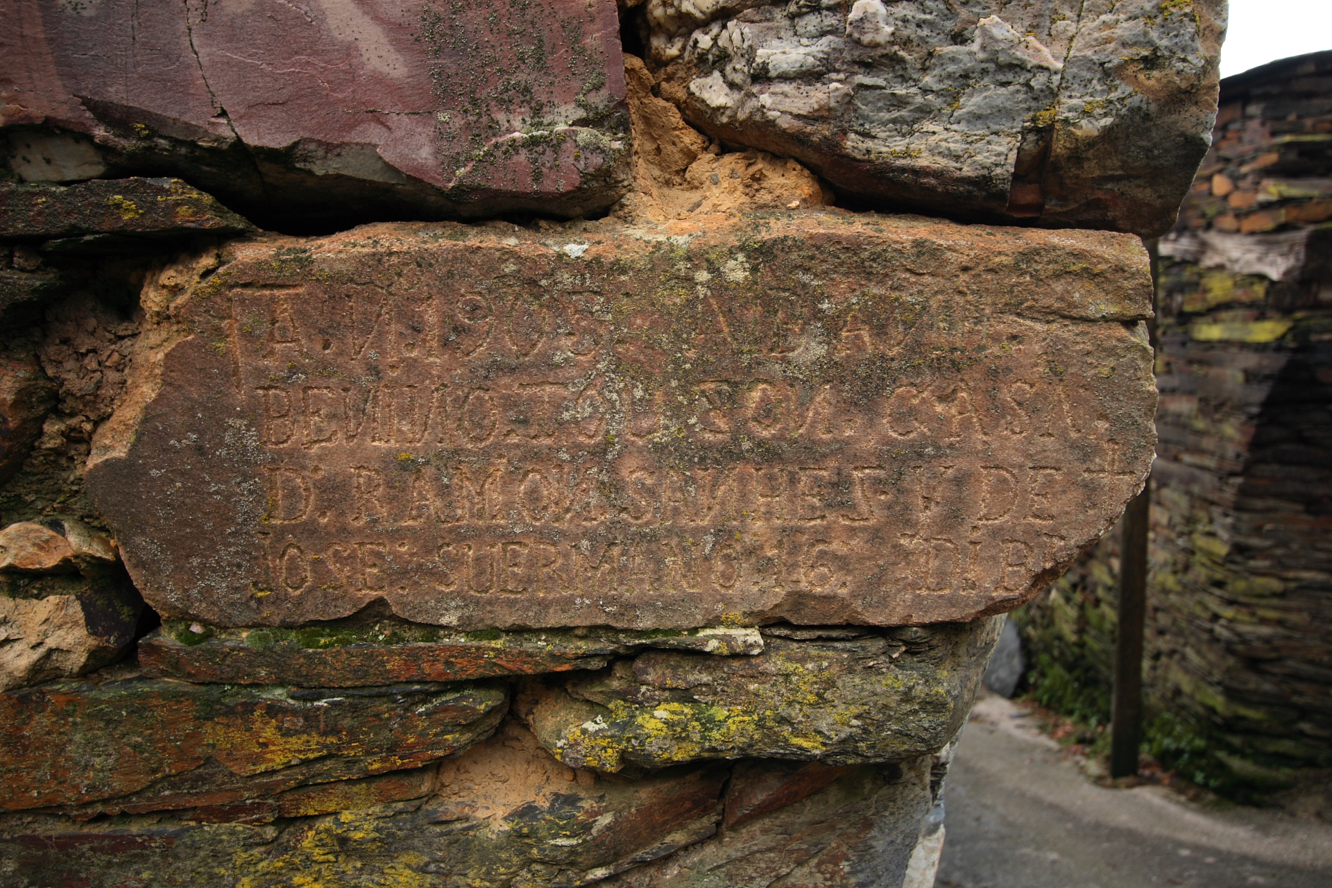 Pedra de cantaría cunha inscrición