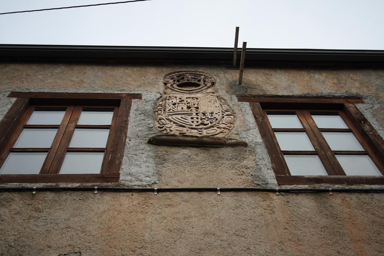 Escudo nunha construción