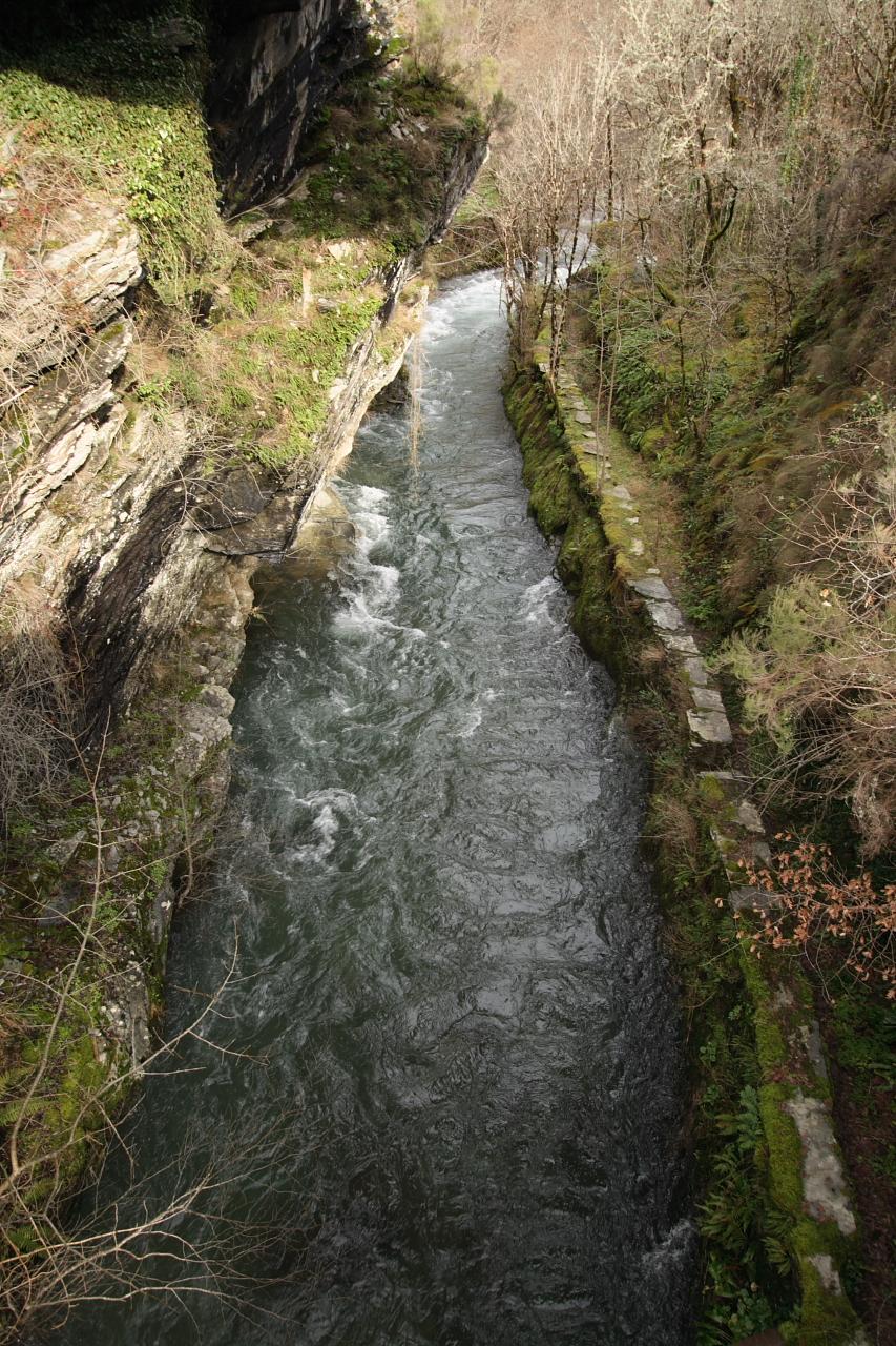 Canal no río Lor