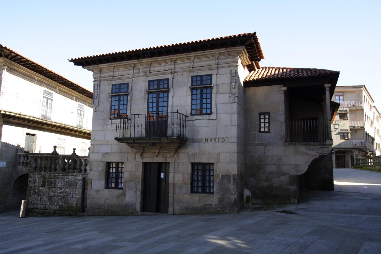 Fachada principal do edificio de Castro de Monteagudo