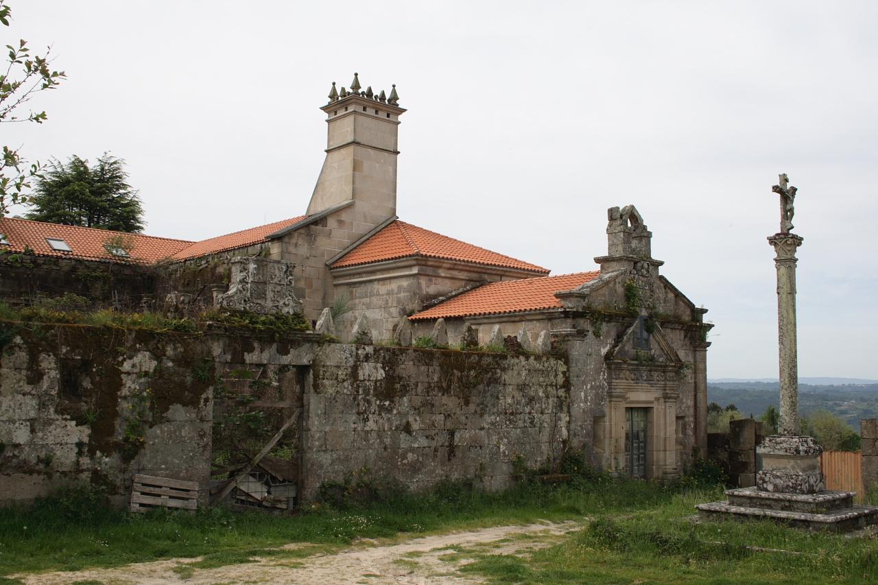 Capela e muro de peche
