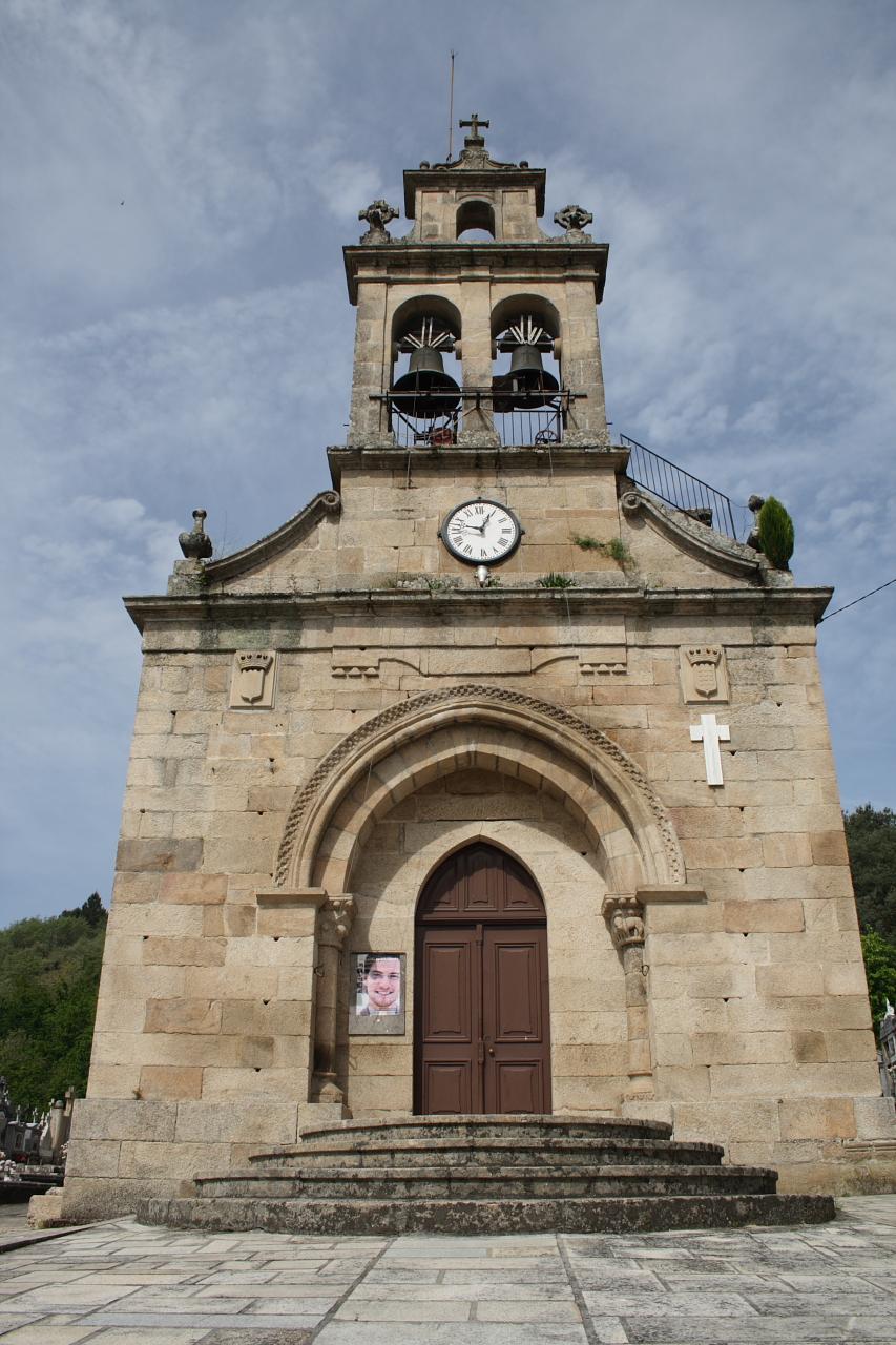 Fachada principal de Santa María de Punxín