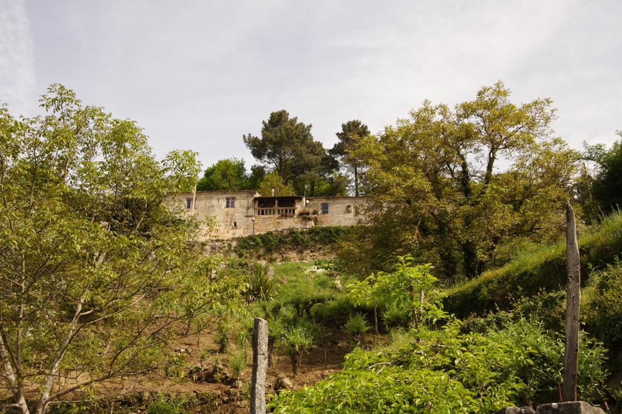 Vista da casa desde a pista de Cabanelas