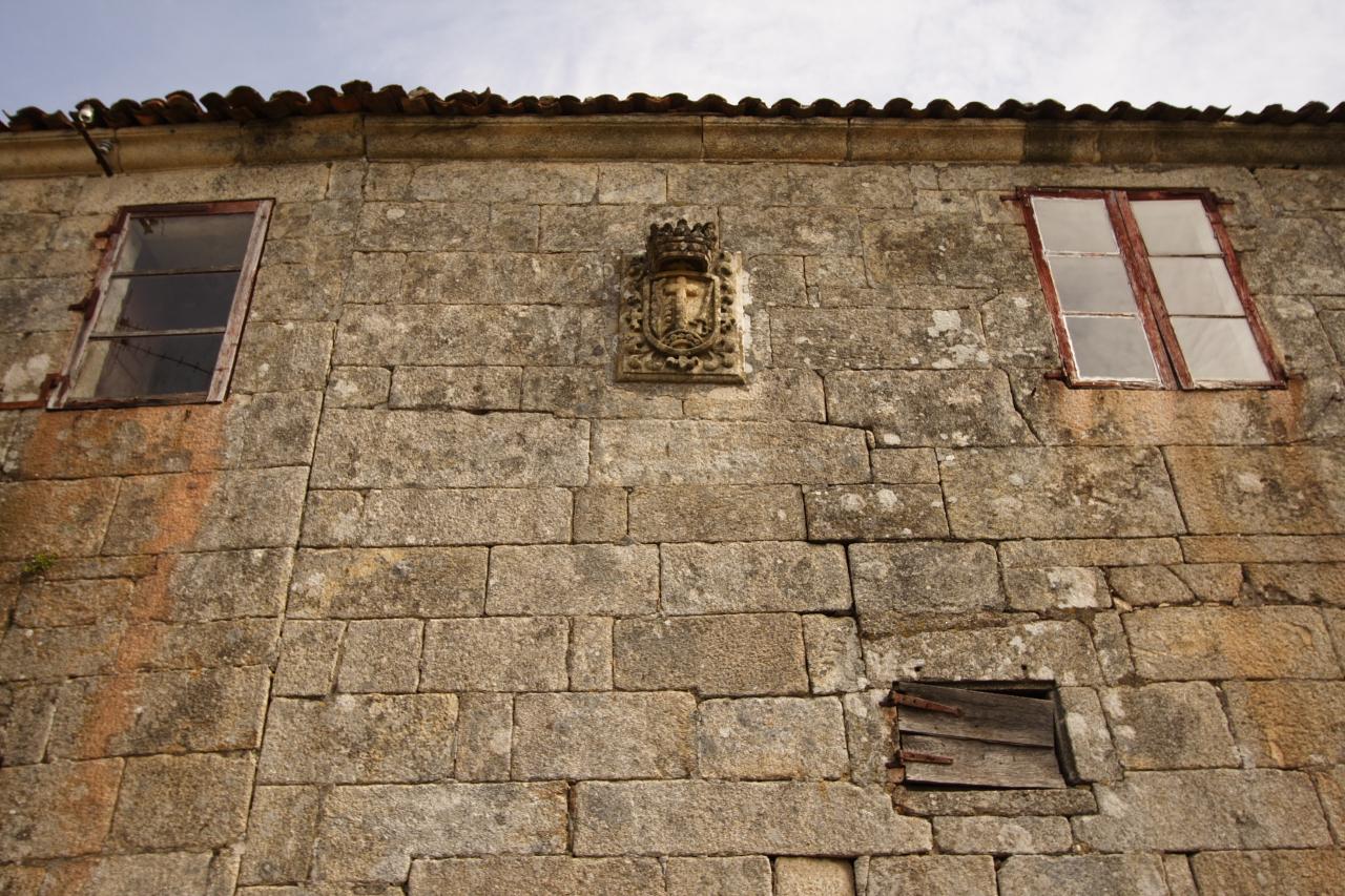 Escudo da fachada do Cabido