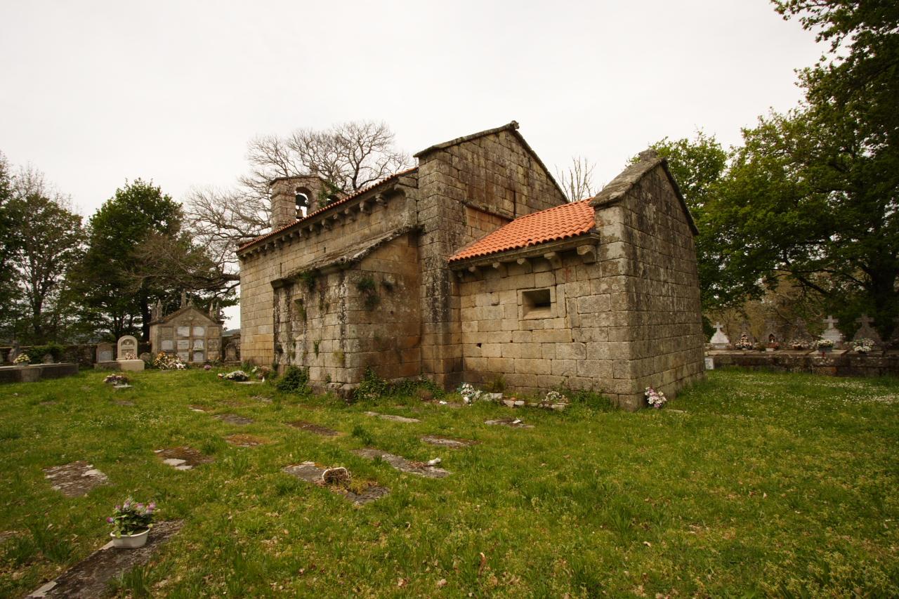 Igrexa e adro de San Mamede de Moldes