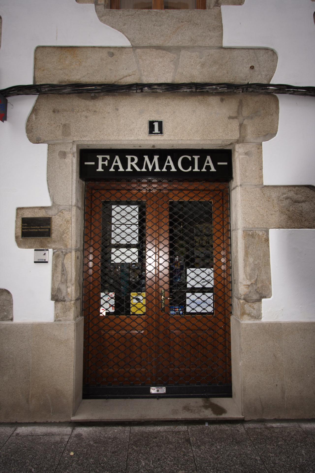 Porta da Farmacia Casariego