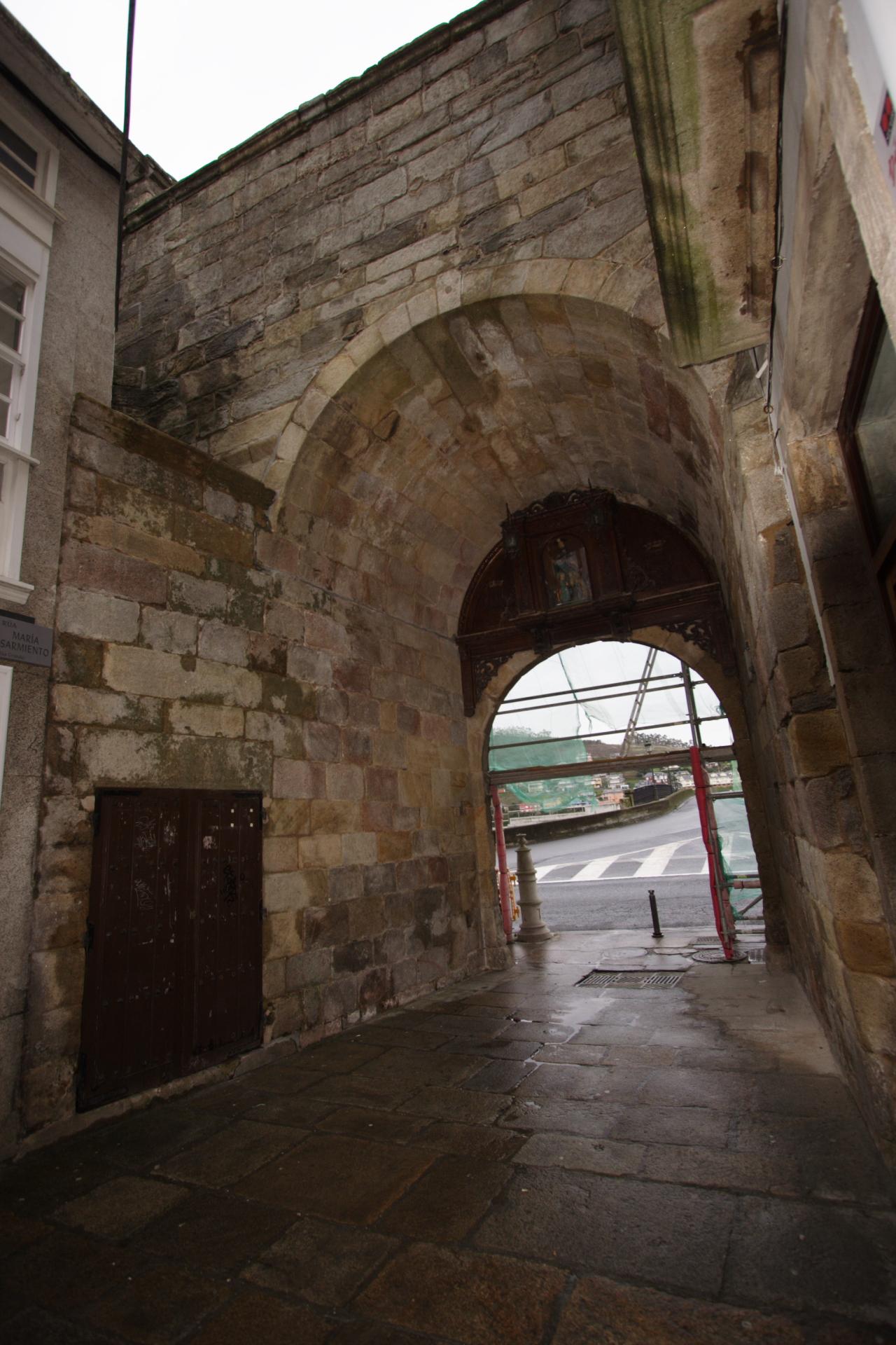 Reverso da Porta do Castelo  da Ponte