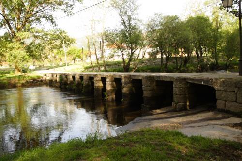 Ponte das Poldras sobre o río Avia