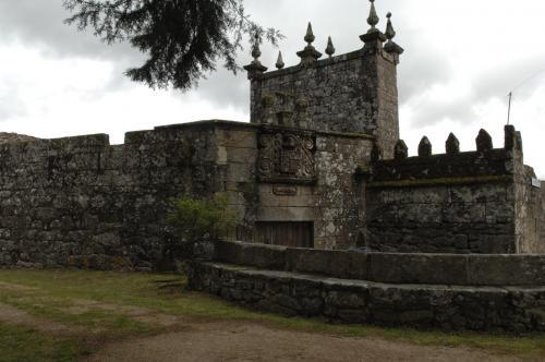 Igrexa e casa reitoral de Valongo