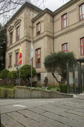 14 Santiago: Parlamento de Galicia