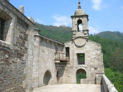 2 Mosteiro de San Xoán de Caaveiro