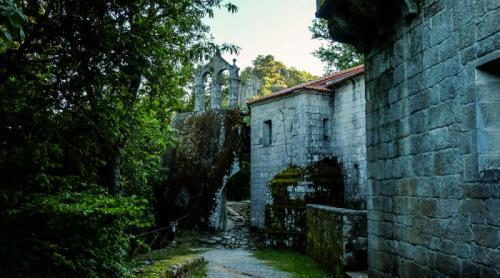 3 Mosteiro de San Pedro de Rocas (Esgos)