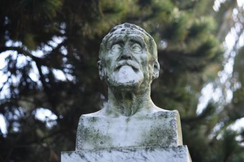 26 Monumento de Eduardo Pondal