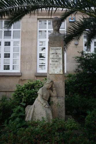 3 Monumento a Curros